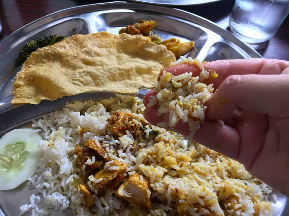how to eat dahl bat with your hand