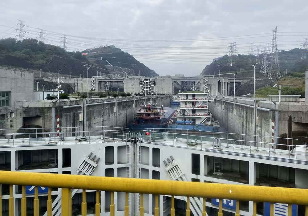 three gorges dam lock
