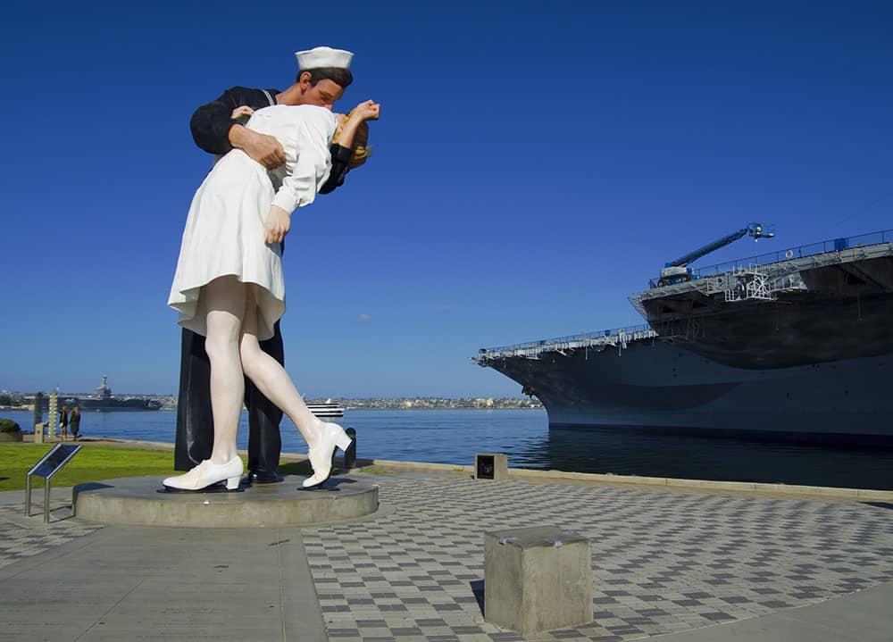 Kiss statue San Diego