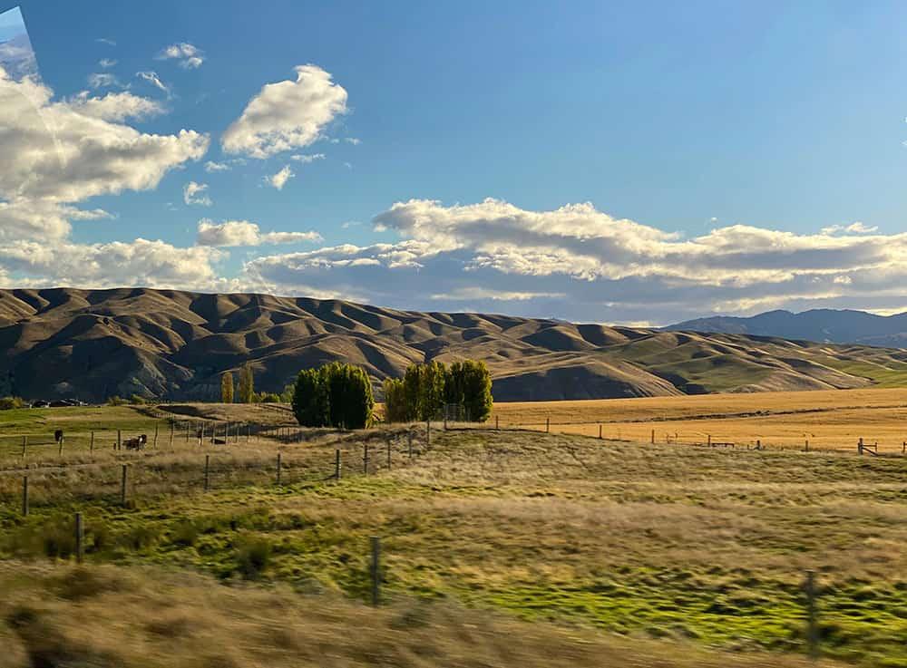 Manitoto rolls hills