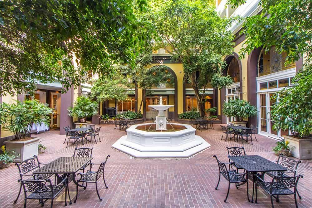 Hotel Mazarin courtyard