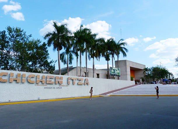 Visit chichen itza, Mexico