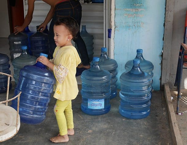 child-with-water