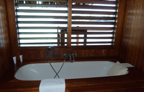 Le Meridien bungalow bathtub