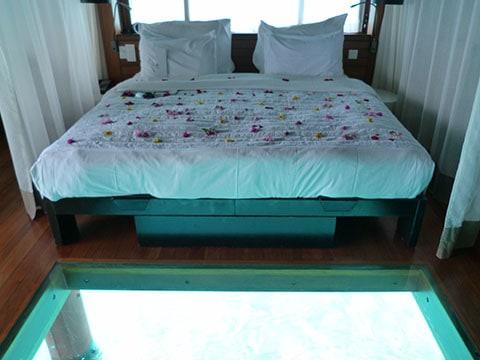 Le Meridien bungalow room Bora Bora