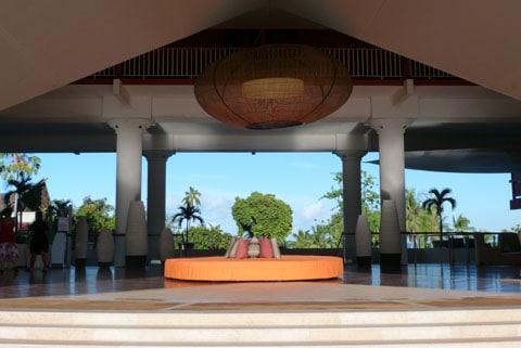 Le Meridien Papeete entrance