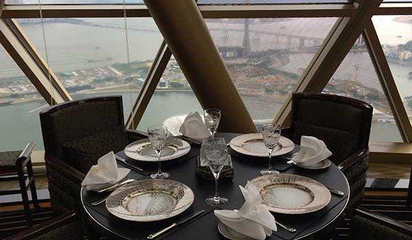 Robuchon table