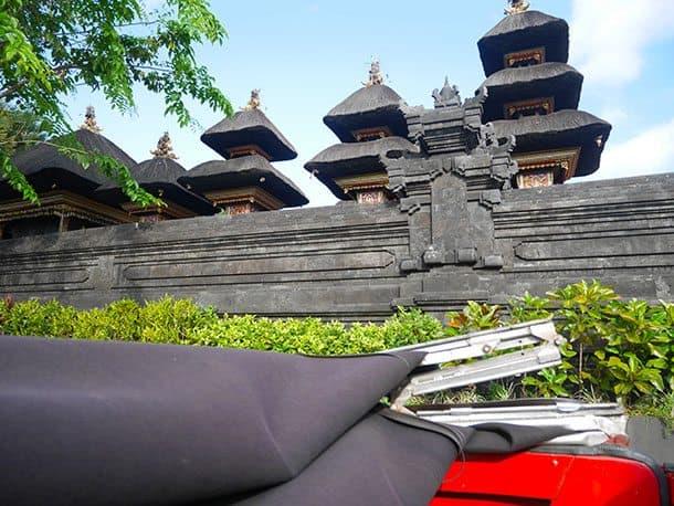 VW safari past temples