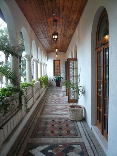 A Peek Inside Gianni Versace S Miami Mansion Blogger At